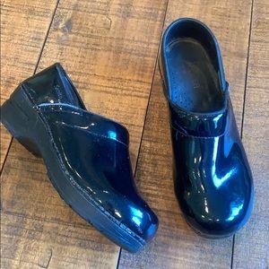 Sanita patent leather danish clogs